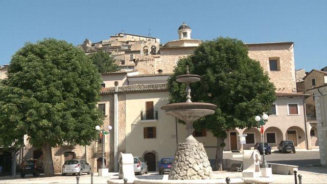 Saint Pelino Square Piazza San Pelino #Abruzzo #travel #Italy #Abruzzen #abruzzosegreto #saffron #zafferano #abruzzosecret