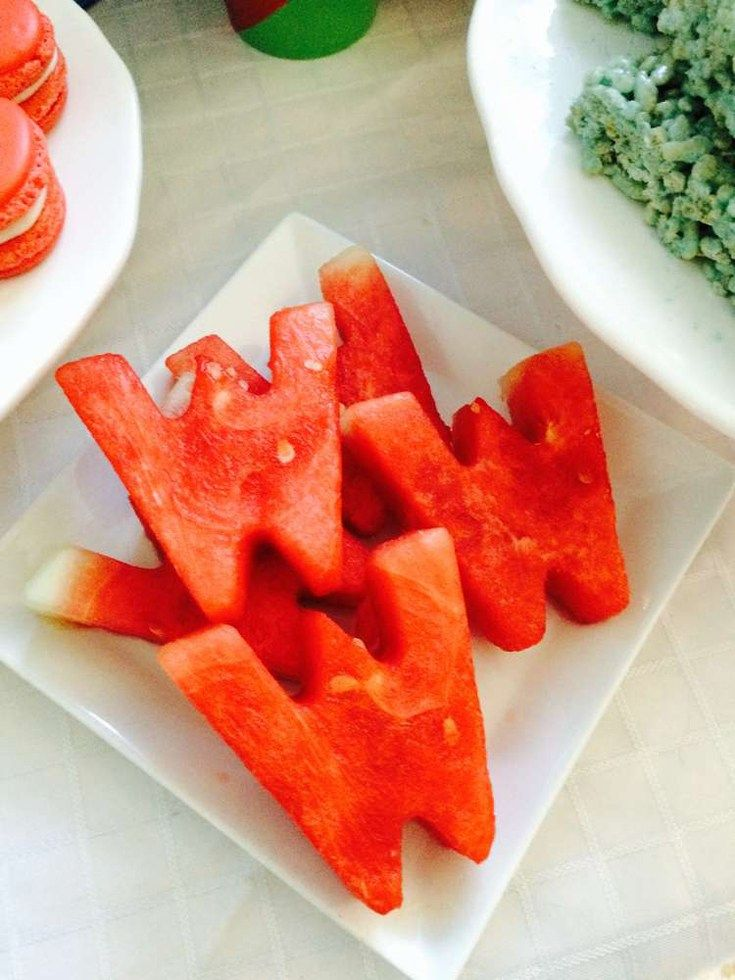 Watermelon W's make a super snack for a Wonder Woman birthday party! Wonder Woman Party Food   Halfpint Design, party ideas, party themes