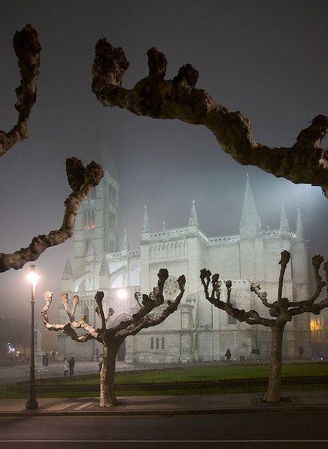 Santa Maria la Antigua, Valladolid, Spain ∞ by Dmitry Shakin
