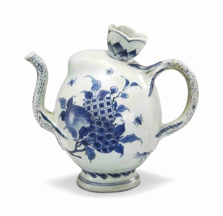 A 'Hatcher cargo' blue and white Cadogan teapot, Transitional, mid-17th century
