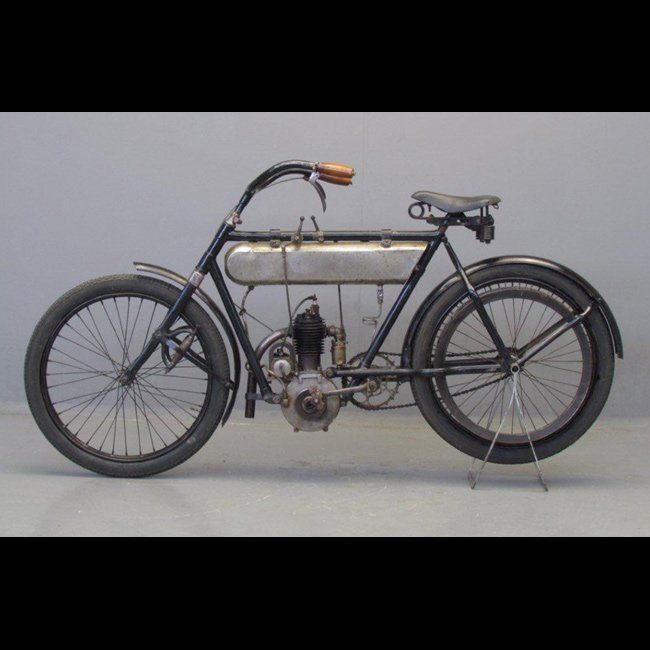 Do you know the brand of this motorcycle?    The answers at http://blog.lightningcustoms.com/antique-motorcycles-color-pictures/  #antiquemotorcycles