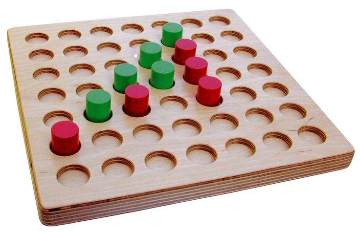 Alte Brettspiele und Gesellschaftsspiele wie Mühle - InteriorPark.