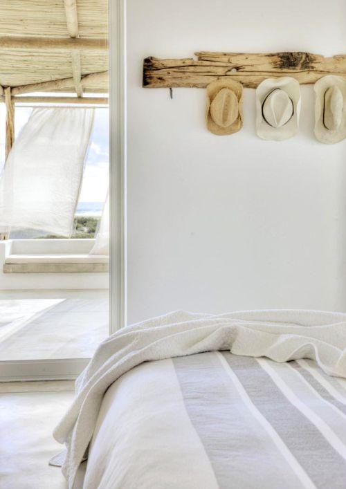margadirube:  valscrapbook:Casa Sanchiadesigned by the architect Marco Bezzoliin South Africa, Home & Leisure magazine. Photographs byAnton Robert.