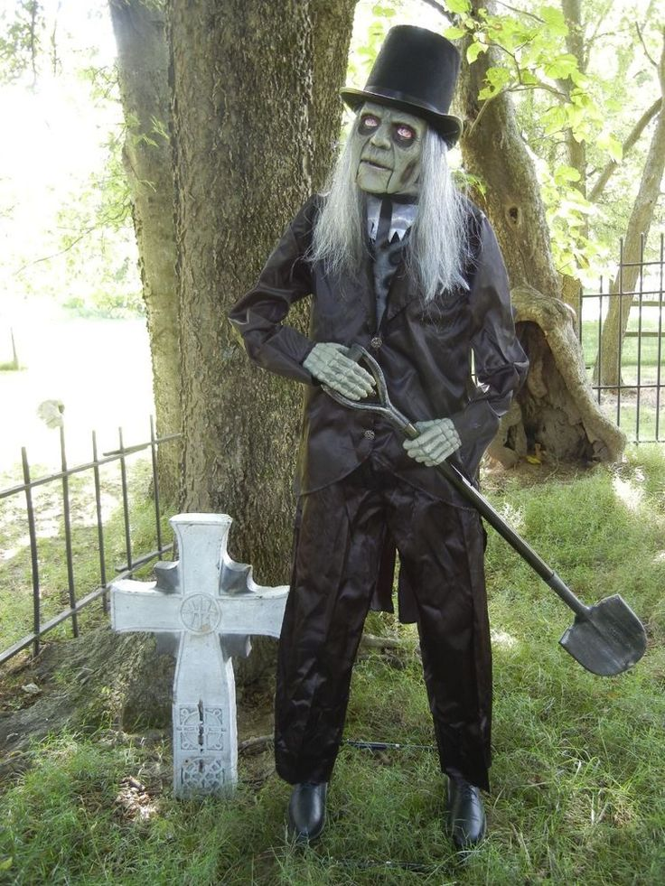 LIFESIZE ANIMATED GRAVE DIGGER  CEMETARY CARETAKER