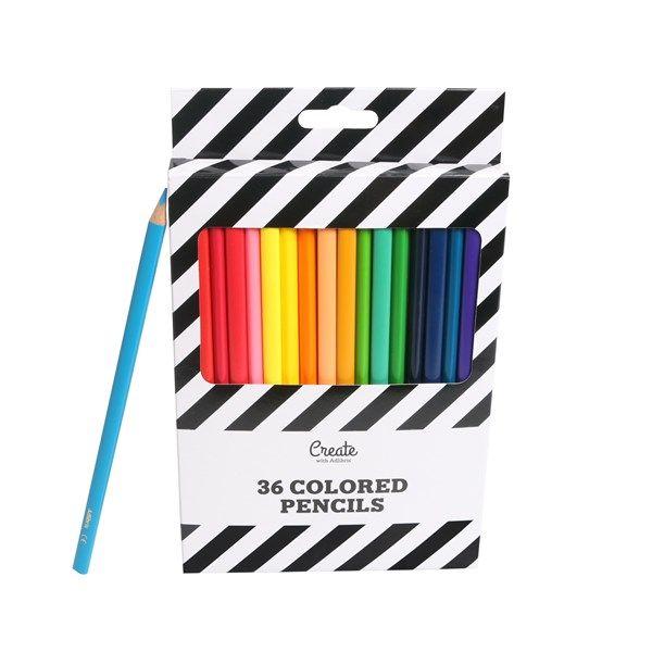 Adlibris 36-pack färgpennor i färgglada färger som ger oss lite extra glädje en regnig måndag. Färgpennorna är en bra present till mamma, farbror, vännen eller någon annan som vill börja måla och rita. Pennorna har trekantsfattning som är behagliga i handen och har ett medelmjukt lättarbetat stift som glider fram på pappret.Stiftbredd: 2,9mm36 nyanser