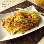Vermicelli di riso con verdure e sesamo