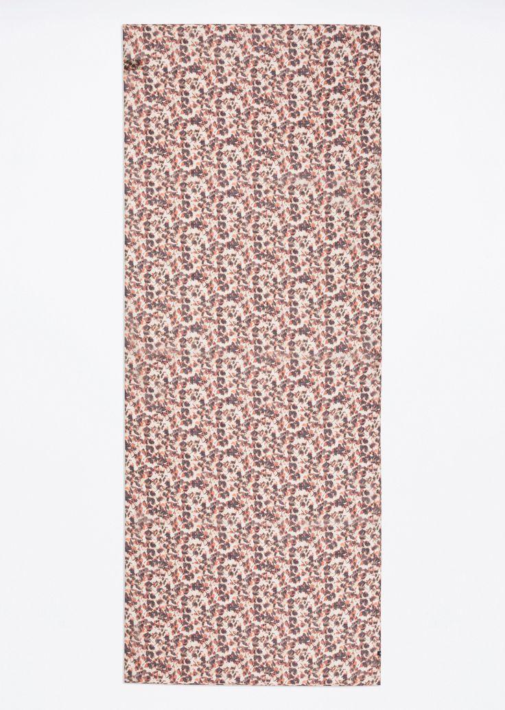 Sjaal  Description: Deze sjaal van zuiver modaal trekt de aandacht met een moderne digitale print. Het geheel is gemaakt van zacht transparant materiaal en is aangenaam om dragen.  Price: 24.90  Meer informatie  #Marc OPolo