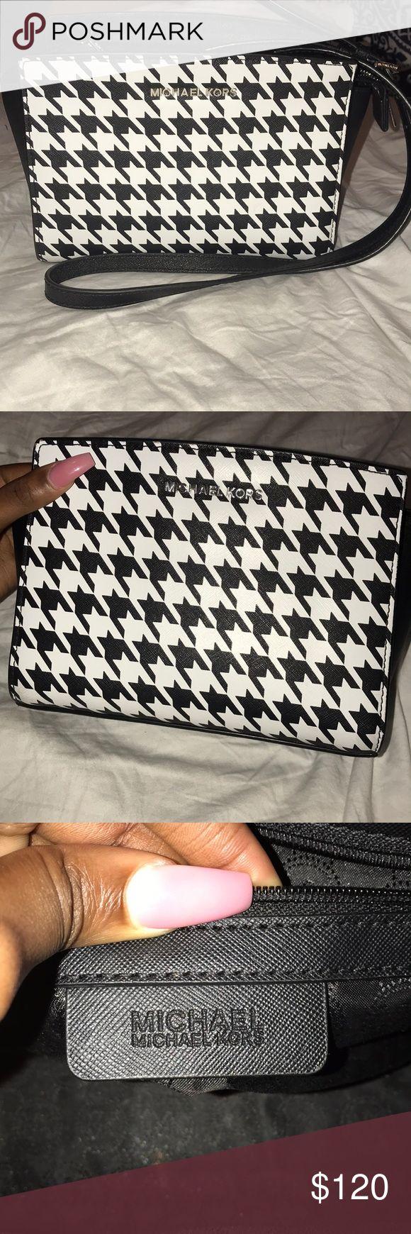 Micheal Kors Crossbody Handbag Black and White Micheal Kors Crossbody Handbag 100% Authenticate KORS Michael Kors Bags Crossbody Bags