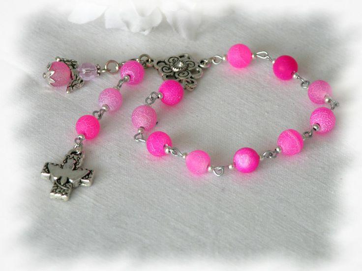 Aus gefärbem Achat! Die Maserung dieser Perlen ist außergewöhnlich.  http://de.dawanda.com/product/59019015-Achat-in-pink-Taufrosenkranz-mit-Engel
