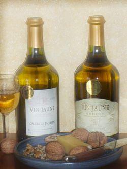 Vente en ligne d'une offre de 2 bouteilles de vin jaune au prix de 57,50 ? sur le site Internet la Ruche des Passions. La Ruche des Passions site spécialisé dans la vente de vins jaune du Jura.