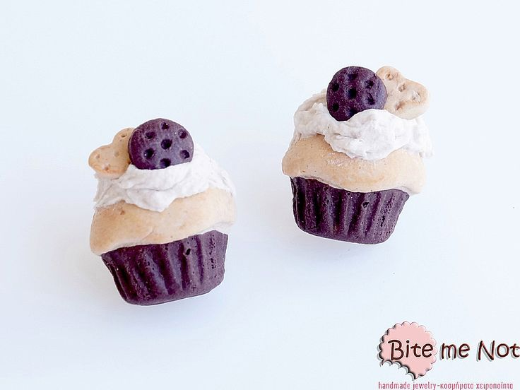 -Silver plated stud earrings with silicone stoppers!-Mocha flavoured cupcakes decorated with tiny cookies on top!