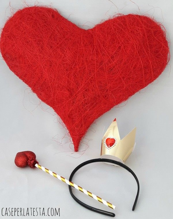 Regina di Cuori e Coniglio Bianco props * DIY Queen of Hearts and White Rabbit props