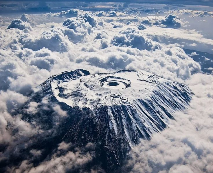 Килиманджаро — самая высокая гора Африки, Танзания  Высота 5895 метров