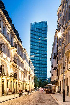 Cosmopolitan, Twarda 2/7 wieżowiec przy ulicy Emilii Plater obok placu Grzybowskiego w Warszawie. Projekt - Helmut Jahn, Zdjecia - Daniel Ciesie