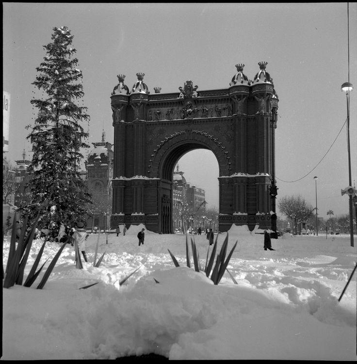 Arc del Triomf de Barcelona, després de la gran nevada de desembre de 1962.