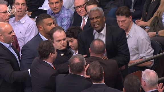 """Charles Oakley has disputed James Dolan's implication that the former Knicks star has a drinking problem, telling the New York Post on Saturday that he visits treatment centers to support others, including ex-NBA player Jayson Williams. """"Dolan might think because I go to..."""
