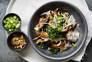Stir-fried rice noodles with chicken and squid