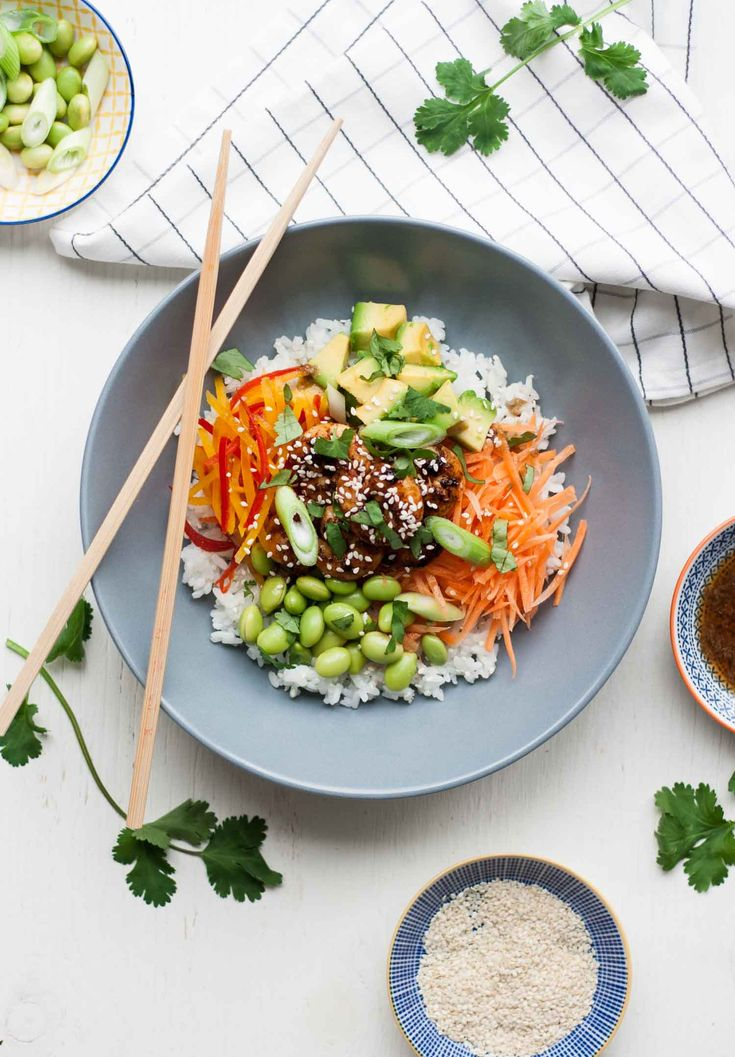 Sticky Rice Salad with Spicy Prawns - this simple recipe combines sticky sushi…