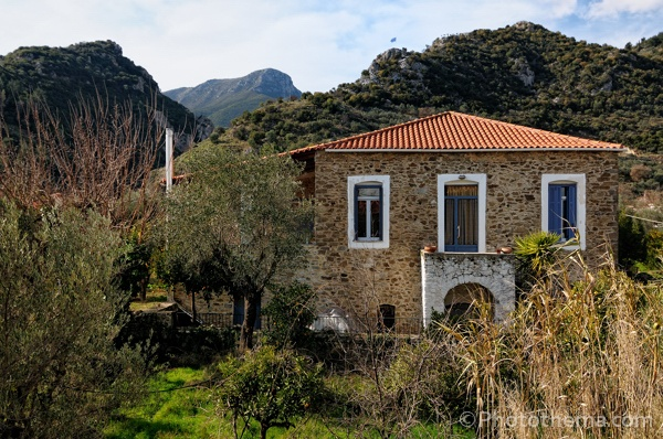 Looking for a authentic Greek village house to spend your holiday? Rent this 'archontiko' as your holiday home.