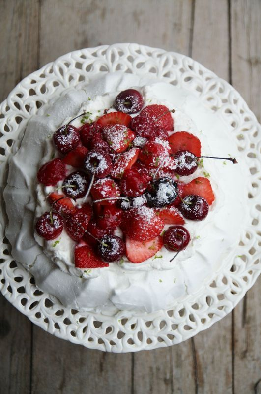 Pavlova de Christophe Michalak aux fruits rouges et citron vert