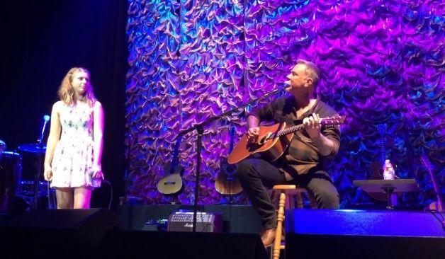 James Hetfield de Metallica y su hija interpretaron un tema de Adele