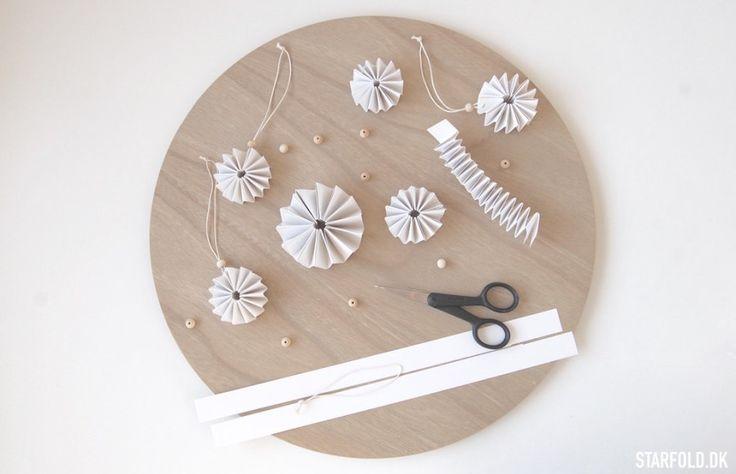 Inspiration til kreative stunder i papir som begynder og let øvet. Alt i flettevejledninger til stjernestrimler og enkle modeller i origami.
