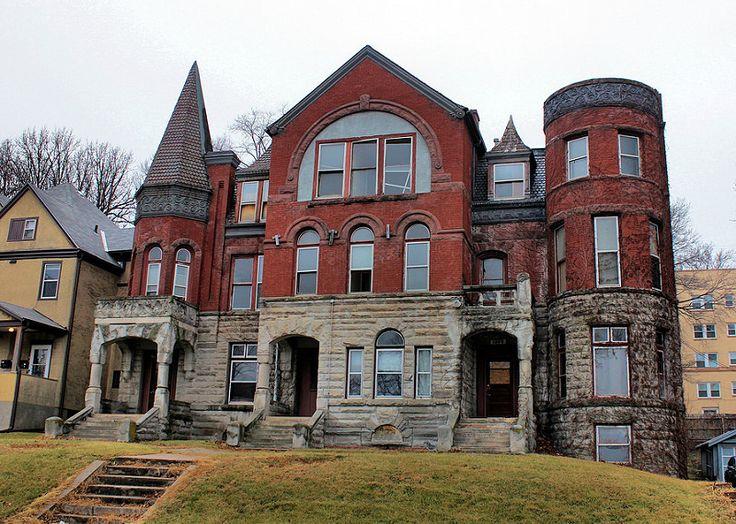 Georgia Row House - Omaha, NE - Tom McLaughlin