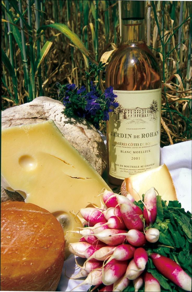 #French #picnic - delicious fresh bread, cheeses and wine... http://www.thefrenchpropertyplace.com