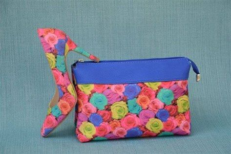 FLOWER POWER ….  Με την φρεσκαδα των λουλουδιων της Ανοιξης να σας γεμιζει χαρα! Φορεστε την πιο χαριτωμενη Ανοιξατικη προταση και αξιοποιηστε ολα τα μονο χρωμα συνολα σας. (Σχεδιο: FT-1639F, τσαντακι FT-5354B2)  Treat yourself to some Spring Freshness with this stylish flower print court-shoe and bag. (Article: FT-1639F, bag FT-5354B2)