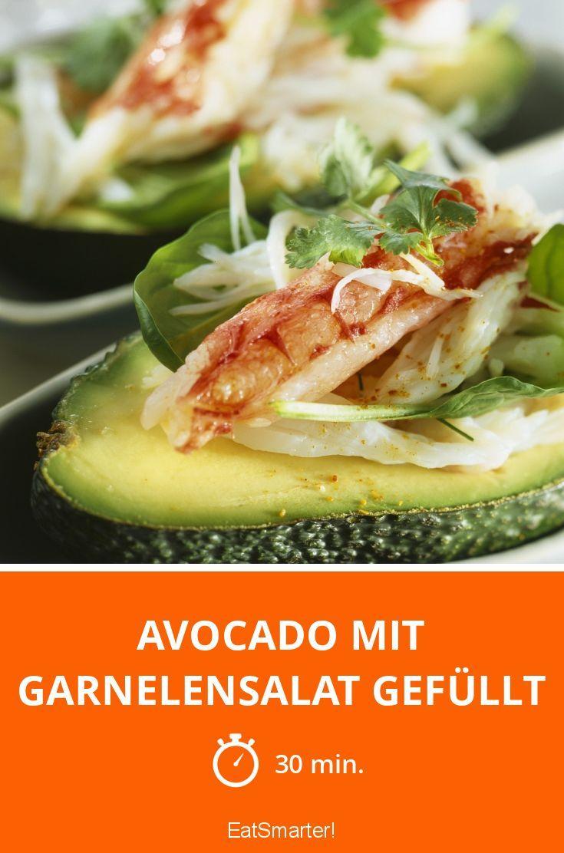 Avocado mit Garnelensalat gefüllt - smarter - Zeit: 30 Min. | eatsmarter.de