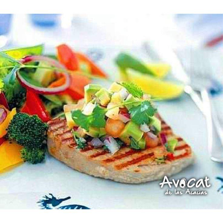 Atún con picadillo de aguacate ¡Receta fácil y rica! http://www.recetin.com/atun-con-picadillo-de-aguacate.html#avocatacacias #aguacatehass #consumemashass