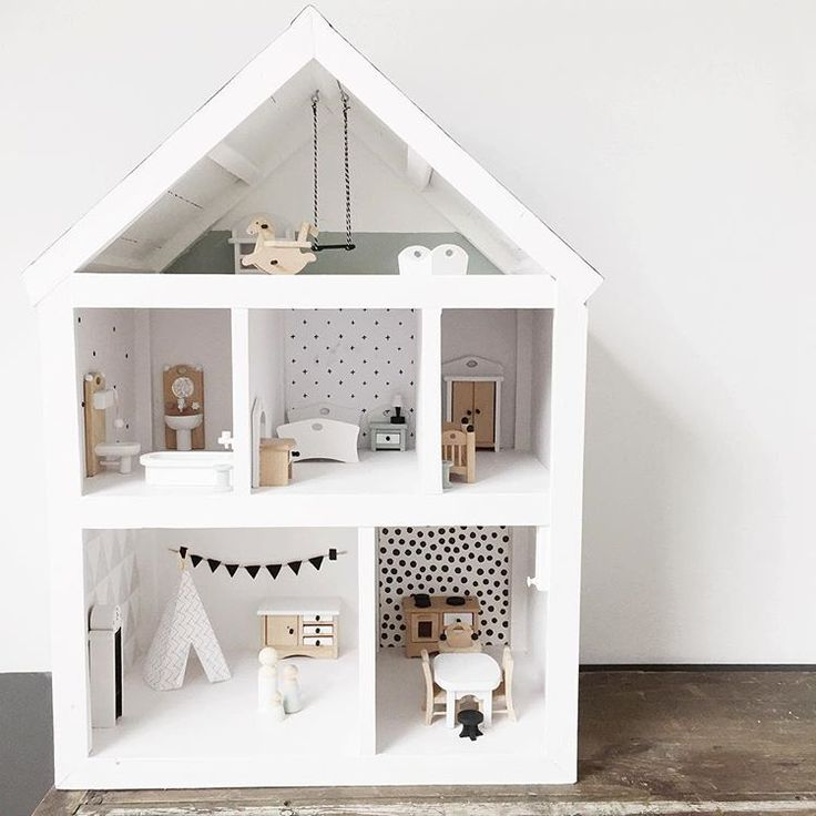Jeej!! #projectjepoppenhuis is klaar! Ben je al bijna jarig lief klein vriendinnetje....? Ik kan niet wachten om je zó blij te maken.... To the moon and back!  #poppenhuis #dollhouse #DIY #opknappen #pimpen #dollhouseinspiration #inspiration #zwartwit #zwartwithout #zwartwitwonen #blackandwhite #earlydew #earlydewclub #witwonen #interieur #interiordesign #interior #interior123 #interior4all #scandinavianstyle #scandinavian #scandinavianhome #scandinaviandesign #zwartwitpoppenhuisje