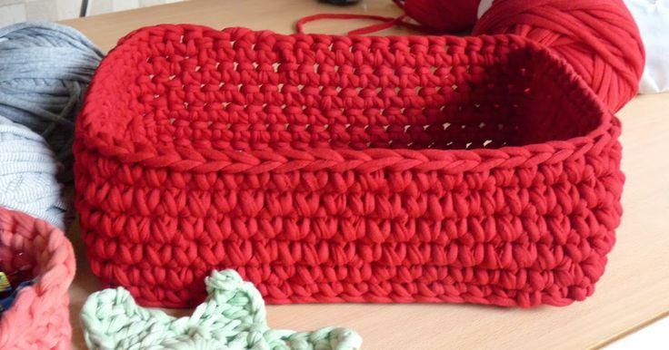 Blog sobre tejido a crochet de alfombras, cuencos, bolsos, almohadones, en totora, trapillo, zpagetti.