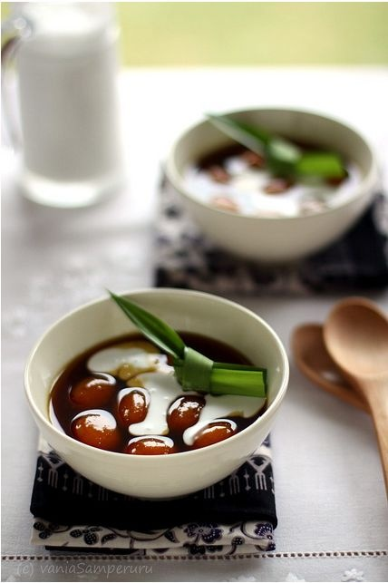 Biji Salak - Glutinous Ball Served with Sweet Coconut Milk | V. Samperuru