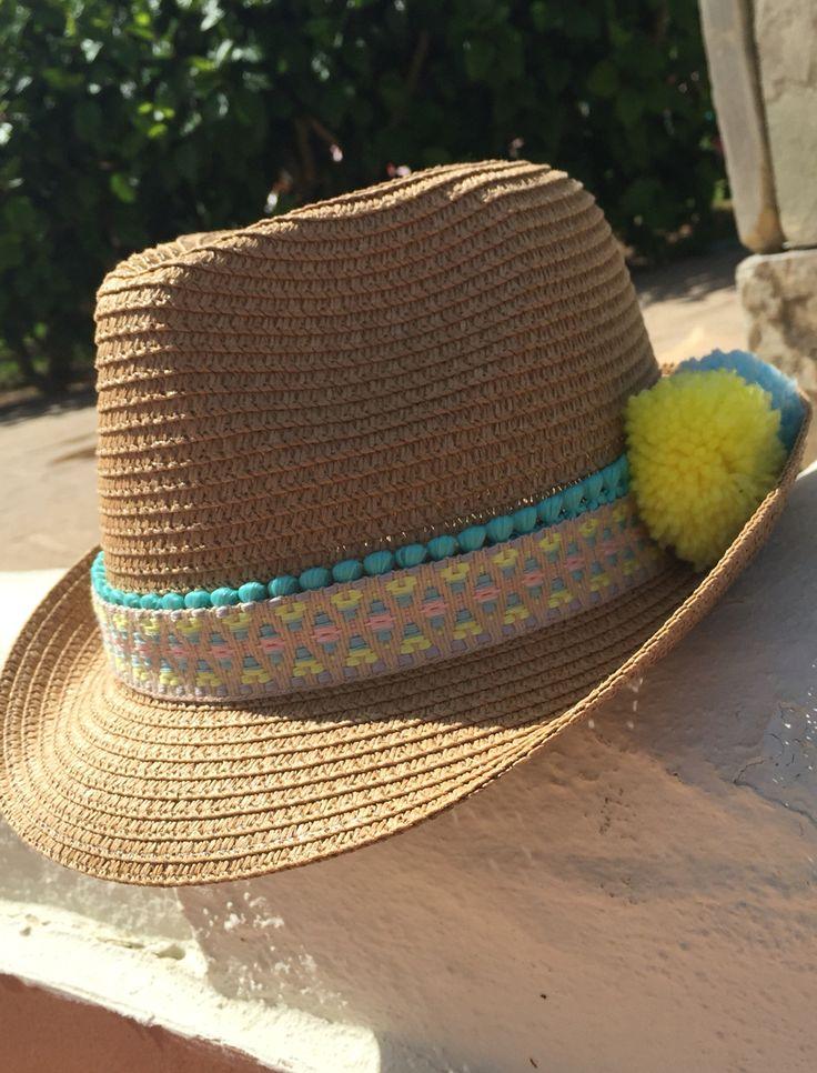 La creatividad es lo que hace que con muy poco los resultados sean sorprendentes! Sombrero customizado, sencillo y estiloso, puedes #hacerlotumisma o traer tu sombrero, capaza, alpargatas y...#telohacemosnosotros ☀️BIENVENIDO VERANO!!!!☀️