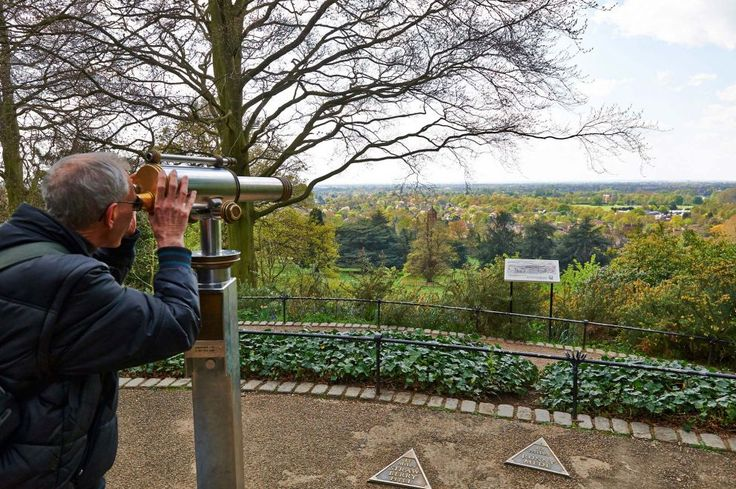 King Henry's Mound offers fabulous panoramic views of the Thames Valley to the west and distant view of St. Paul's Cathedral to the east.