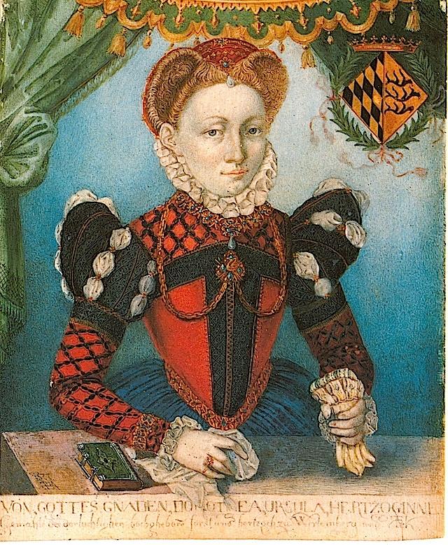 1577-vestido parece ser una versión exagerada de la moda francesa con las tapas de la manga de la pierna de cordero-o-expandidas y el escote en pico de media luna, casi convirtiéndose en un amplio triángulo isósceles. Su vestido es más colorido que se muestra en la mayoría de los retratos del día con una blusa de color rojo con franjas negras, complementados por un partlet rojo reticulado en juego negro de las mangas por encima de su falda azul.