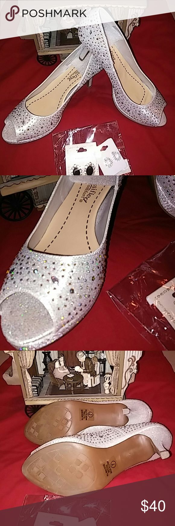 Womans Heel's Beautiful Silver pumps ??.Heel is not to hight with the extra sole. For an even comforting. Has a glittering with some Bling.will add the earrings. Only was used for an hour. For more information regarding this items please ask Thanks. Shoes Heels