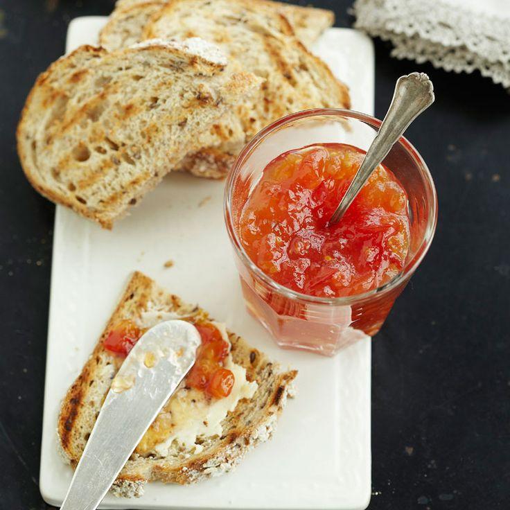 Gör din egen tomatmarmelad – lyxa till ostbrickan eller smörgåsen.