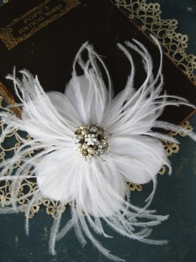 : Vintage Wedding, White Wedding, Pearls Details, Fabrics Flower, Feathers Flower, Bridal Headpieces, Vintage Rhinestones, Bridal Fascinators, Wedding Headpieces