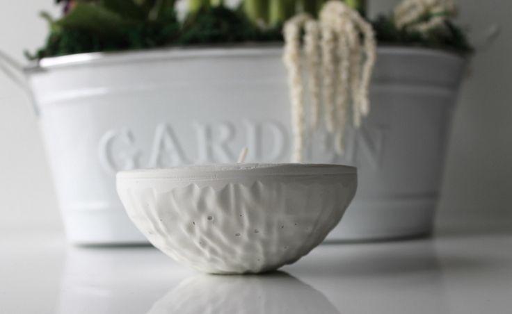 Świecznik z białego cementu, DIY, zrób sam krok po kroku. Do czego może przydać się opakowanie po ferrero rocher ? tealight, candle holder