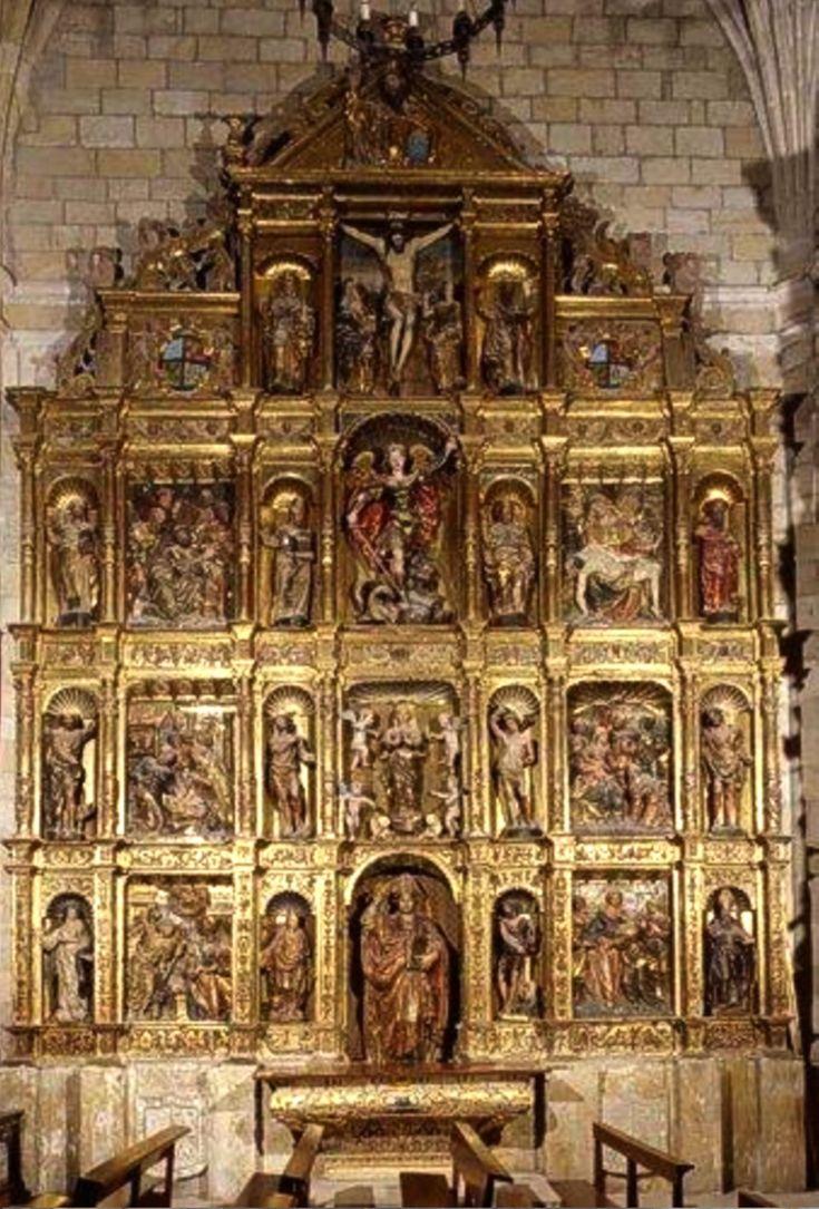 Retablo de San Nicolás. Se encuentra en el lado de la epístola y procede de la iglesia de Santa Clara. que en 1834 paso a ser cuartel. Procede de la unificación de dos retablos. Plateresco , siglo XVI **