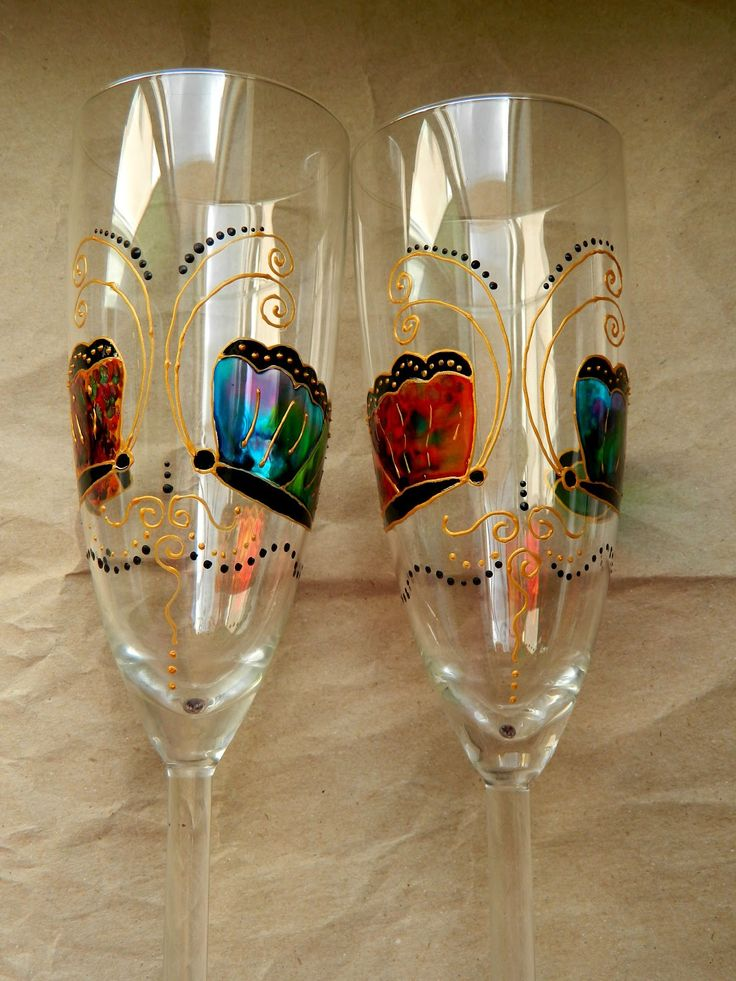 Champagne flutes with butterflies, hand painted by Handmade Sister (www.handmadesister.blogspot.com)