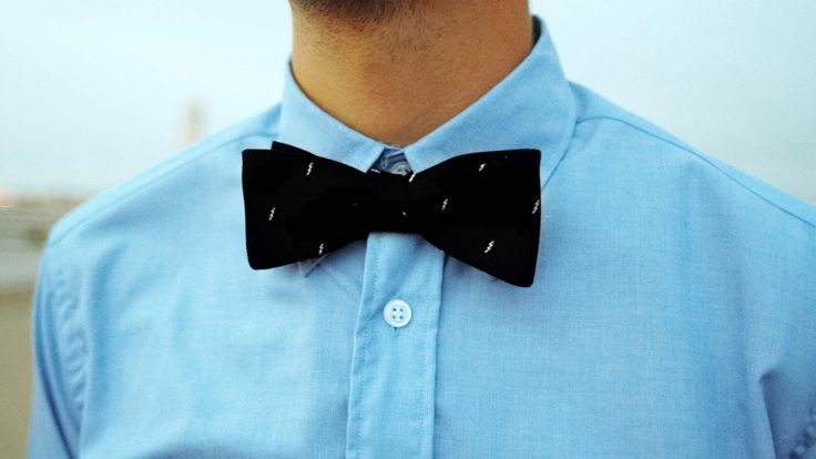 Blixt is a stylish bow tie made out 100% silk.