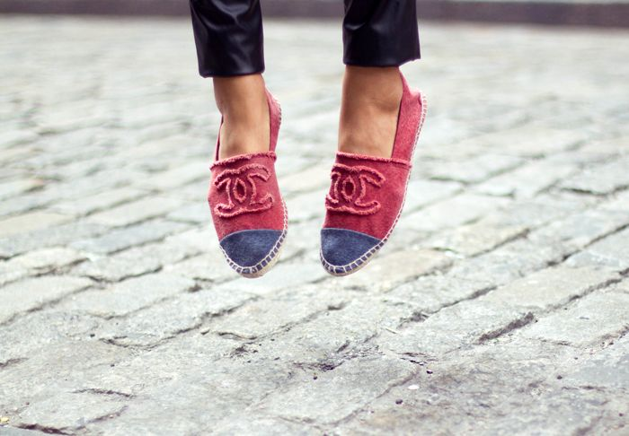 Chanel espadrilles: Coco Chanel, Fashion, Chanel Flats, Summer Shoes, Chanel Sneakers, Flats Shoes, Chanel Shoes, Canvas, Chanelespadril