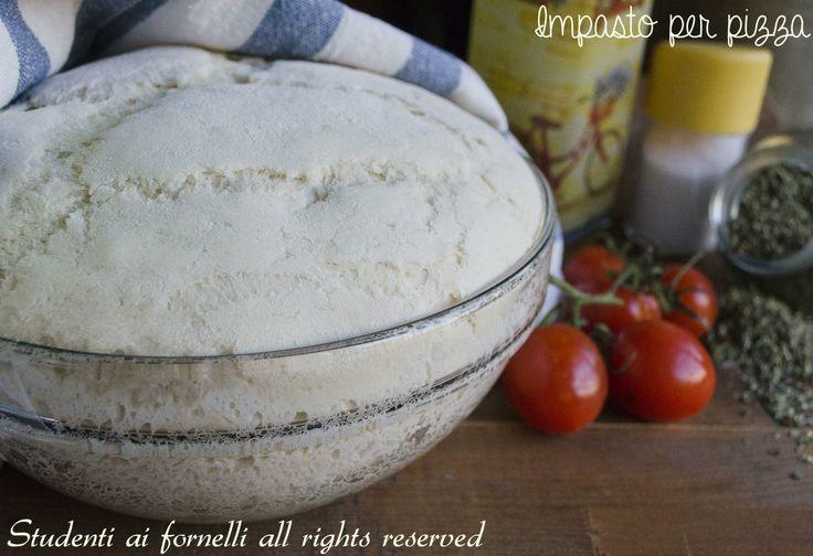Impasto per la pizza, la ricetta classica, tipica della tradizione italiana. Una ricetta semplicissima e tanti consigli su come preparare una pizza alta e soffice o sottile e croccante..