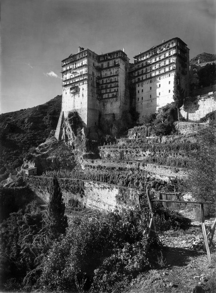 Έργα του Ελβετού φωτογράφου Fred Boissonnas (1858-1946) από τις δύο επισκέψεις του στο Άγιον Όρος το 1928 και το 1930