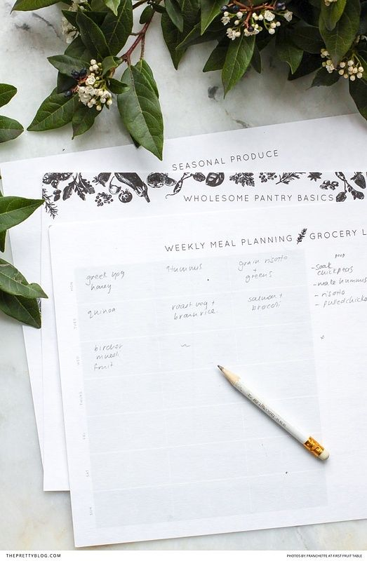 Free meal planner printable with pantry basics! The perfect way to keep you on track with your goals! https://www.theprettyblog.com/house/download-this-minimalist-meal-planner/?utm_campaign=coschedule&utm_source=pinterest&utm_medium=The%20Pretty%20Blog&utm_content=Download%20This%20Free%20Minimalist%20Meal%20Planner