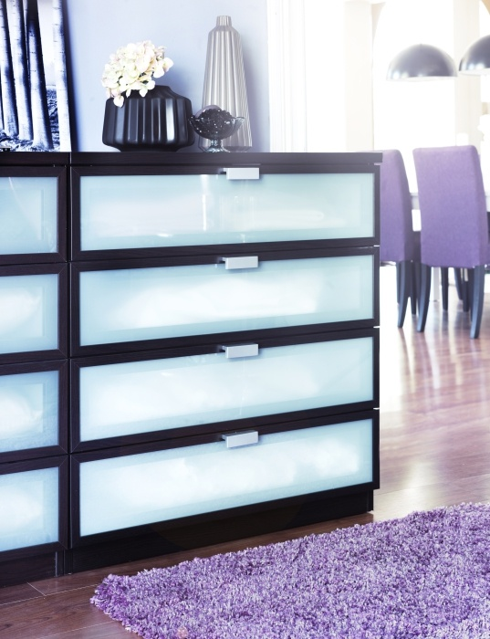 The hubs and I are planning on putting this in our closet and fix up out closet to look realy nice. Mirror aboe the dresser as well. <3 All HOPEN dressers have smooth running drawers with a pull-out stop.