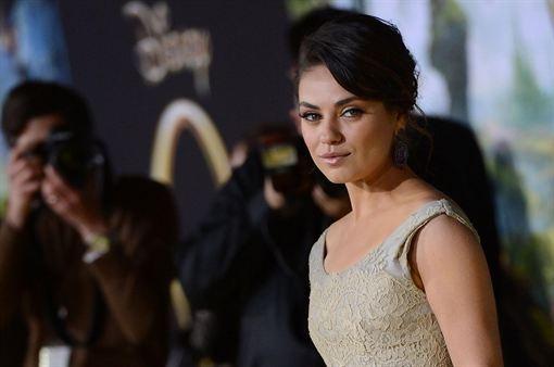 Mila Kunis encabeza la lista de las chicas más sexys del mundo según FHM  http://www.europapress.es/chance/belleza/noticia-mila-kunis-encabeza-lista-chicas-mas-sexys-mundo-fhm-20130503101623.html